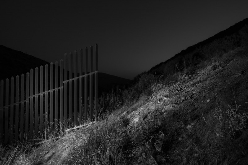 Edge of Mexican United States Barrier, 2018 ©Bil Zelman